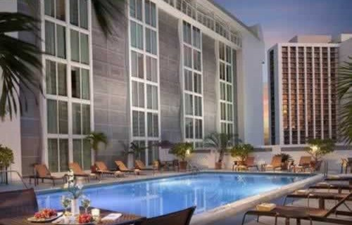 courtyard-marriott-miami-downtown-brickell-pool-2