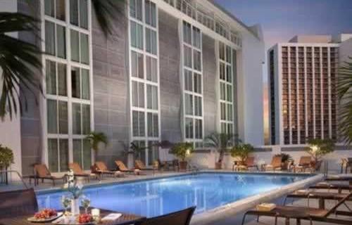 courtyard-marriott-miami-downtown-brickell-pool-2