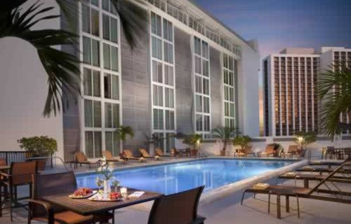 courtyard-marriott-miami-downtown-brickell-pool