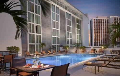 courtyard-marriott-miami-downtown-brickell-pool
