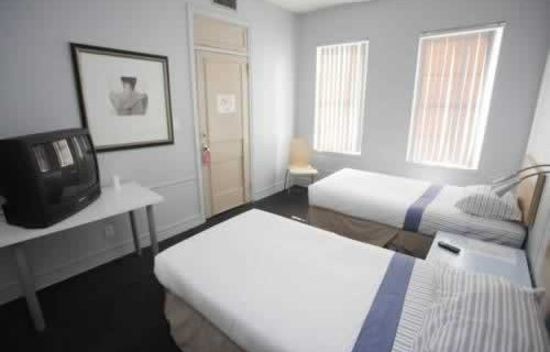 leamington-hotel-economy-hotel-bedroom.-2