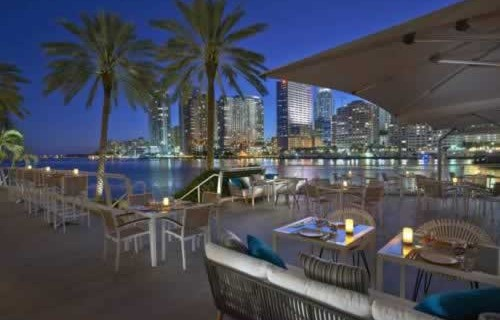 mandarin-oriental-miami-waterfront-pool-launge